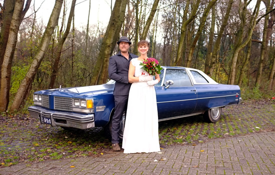 Trouwen in Amerikaanse klassieke auto Oldsmobile 98 - Tuut Tuut verhuur